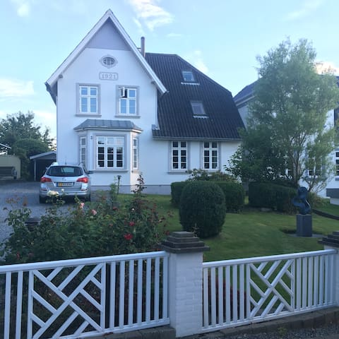 A beautiful house with a private beach - Egernsund - Villa