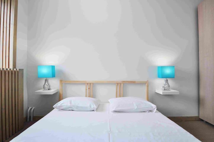 Номер с двуспальной кроватью - Staryy Oskol - Hostel