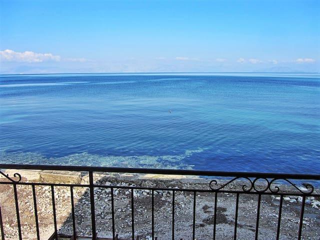 BEACH HUT APARTMENT - SEAVIEW HEAVEN ON THE BEACH - Corfu - Leilighet
