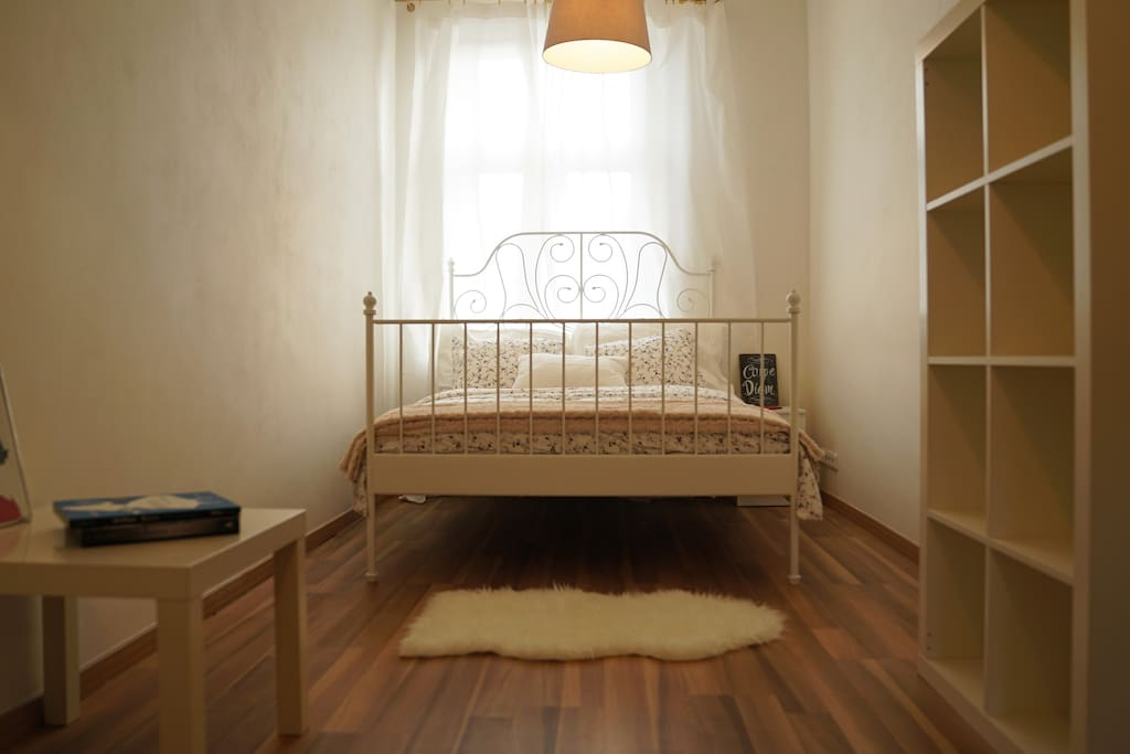 Very Comfortable Queen size bed