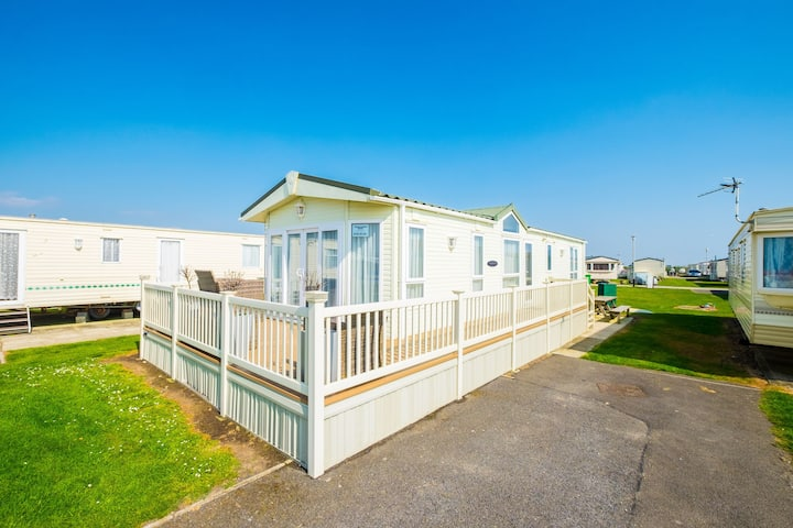 SP143 Mini Lodge - Camber Sands Holiday Park - Sleeps 6 - Bath - Washing Machine - Dishwasher - Private Parking - Very close to beach