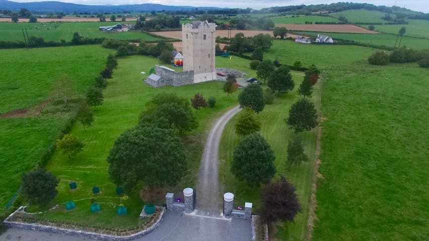 Our 15C Feudal Castle Awaits You.. - Cashel - Castillo