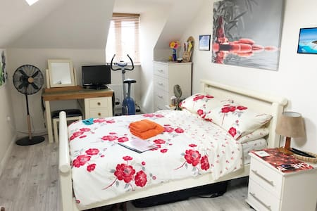 Canterbury. Double. Private Ensuite. Free Parking.