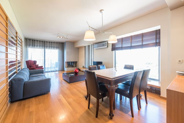 Luxury 2 bdr apt with sea view in Glyfada