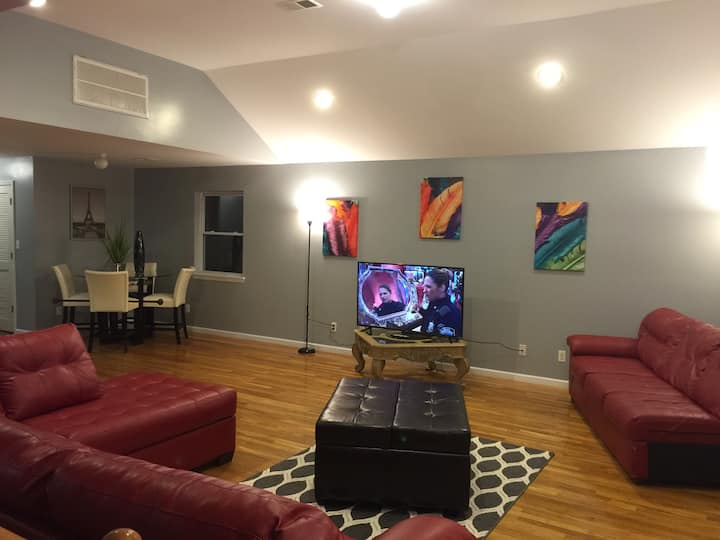 Loft 3bd 2ba 5 Steps To Train NYC