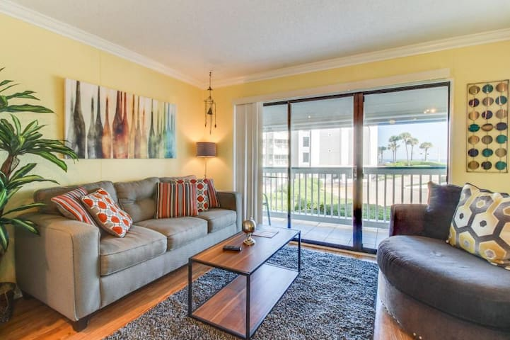 Charming Beach Condo - Galveston - Apartemen