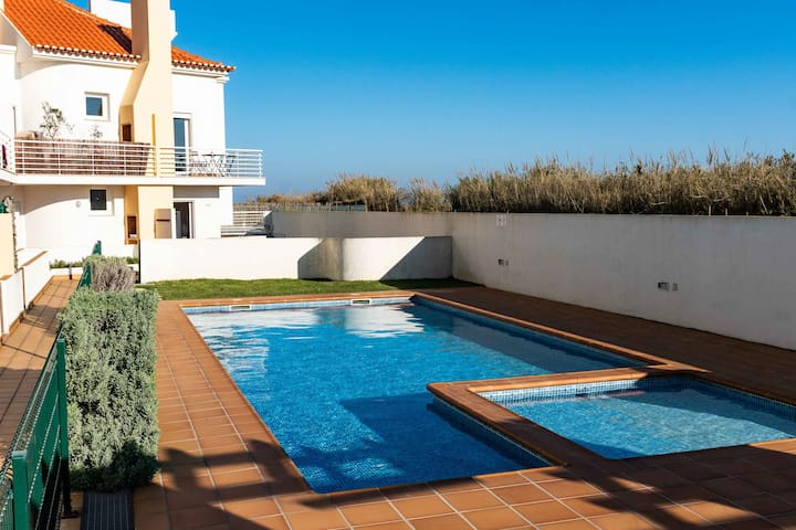 Apartments Baleal: Sunshine by the Pool