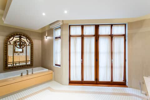 Luxury Bed & Breakfast 30: Private Room, 2 double Beds, Enormous Private Shower #2