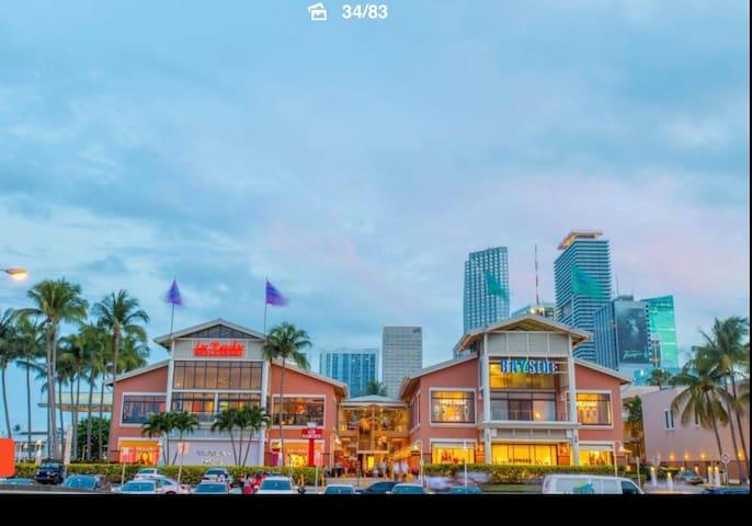 Miami Downtown 2b/2b sleeps upto 6 guests freeWifi