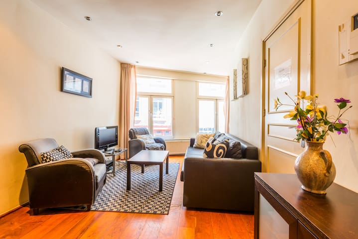 Central, luxurious 2 BEDROOM apartment