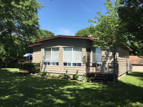 Beachfront Cottage between Bayfield and Grand Bend