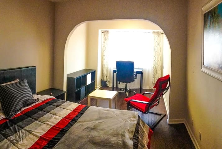 Great large sunny room near UCI - Irvine - House