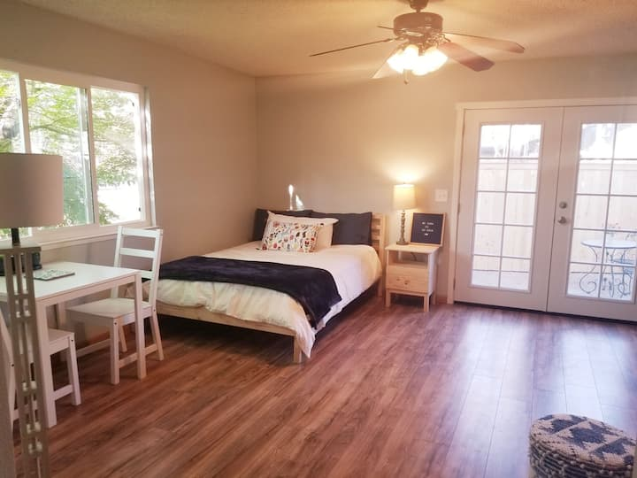 Light and airy newly renovated Studio  (Chico)