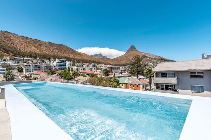 Spacious 2 bedroom apartment with rooftop pool