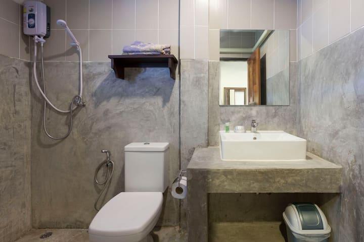 Little Home 依偎在护城河边的泰式小院 大床房间C1 2晚以上6点到晚上12点机场免费接送