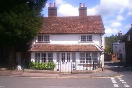 C17 Cottage Room, private shower & roof terrace - Westerham