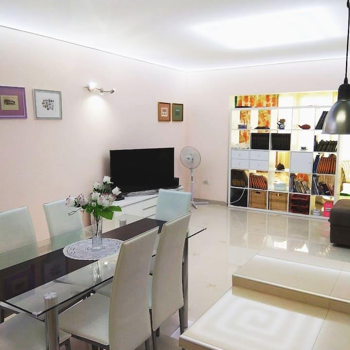 Esmeralda Private Room with WiFi & Close to Beach