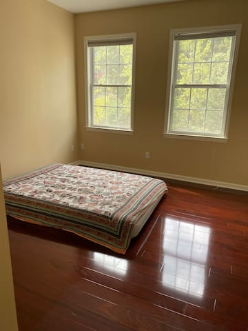 QueenBedroom  WestHartford for FemaleGuest only$30