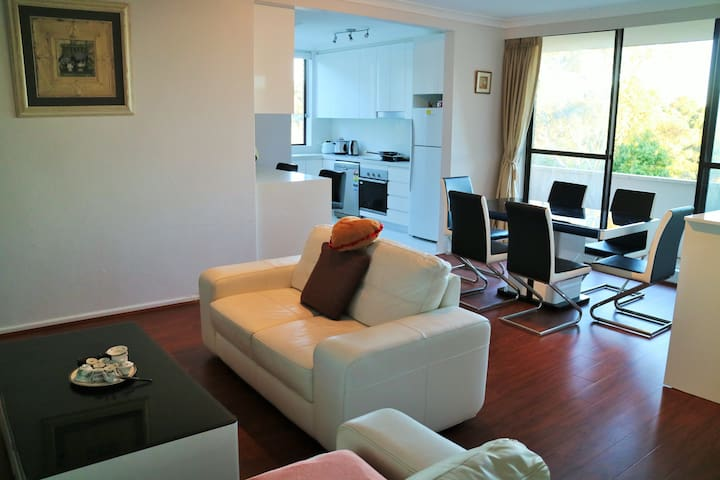 Cozy 3BD 10mins to public transport - Lane Cove North - อพาร์ทเมนท์