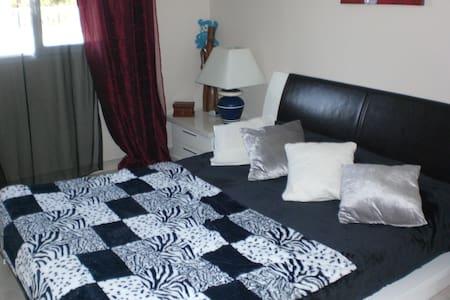 Chambre agréable, avec calme et tranquilité. - Haus