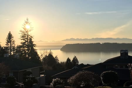 Page's Water View Home Master Bedroom Private Bath - Mukilteo - บ้าน
