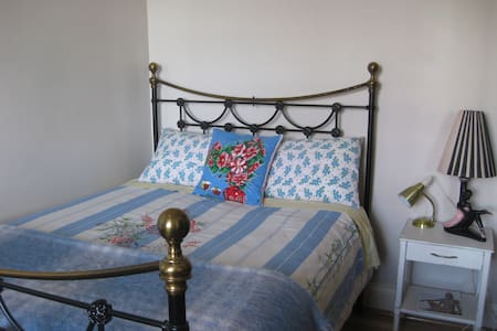Bohemian charm in 1860s cottage - West Hobart - Casa