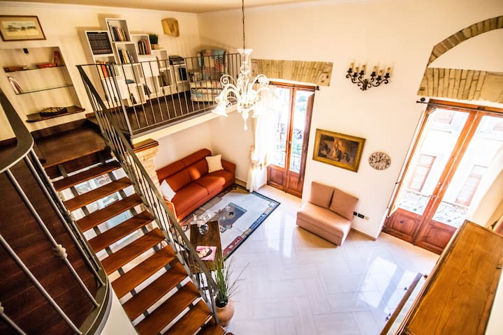 Manno 81, Charming Historic Apartment