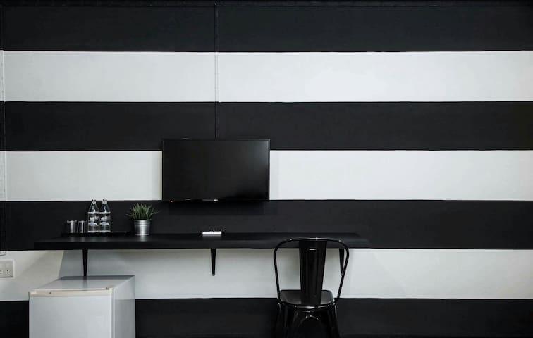 Black and white tone