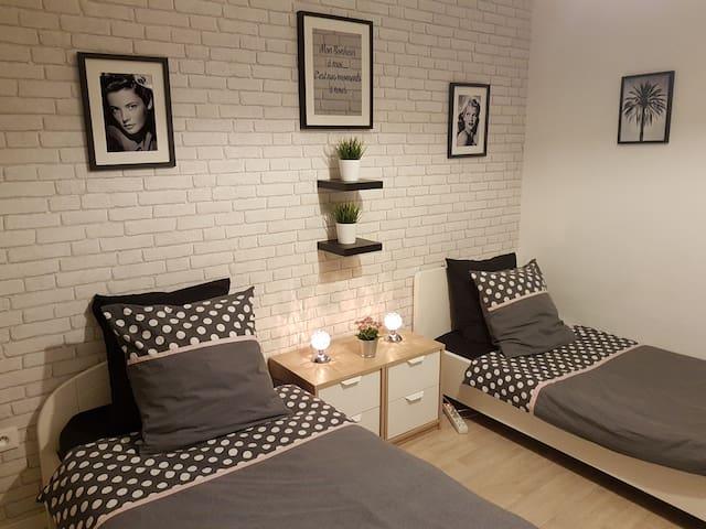 CHAMBRE/BEDROOM 10mn DISNEY (Website hidden by Airbnb) inclus