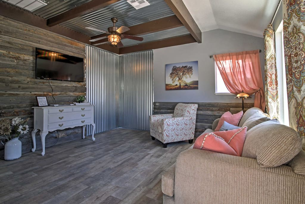 This spacious 1,400-square-foot home offers 6 lucky guests a vintage yet classy style with well-appointed decor.