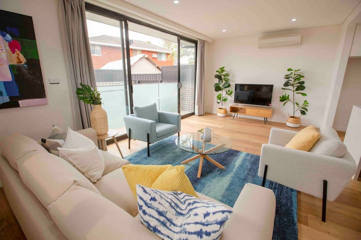 New luxury 3 bed close cronulla beach airport