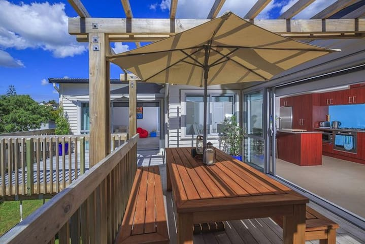 Dream Inn (Browns Bay holiday house) - Auckland - Villa
