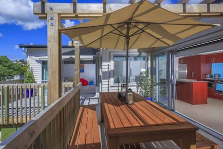 Dream Inn (Browns Bay holiday house) - Auckland