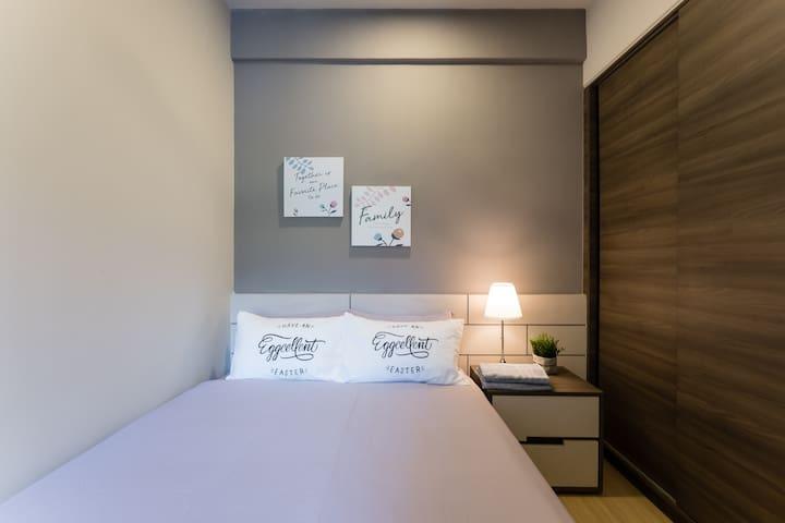 Bedroom 2- 1 Queen size bed