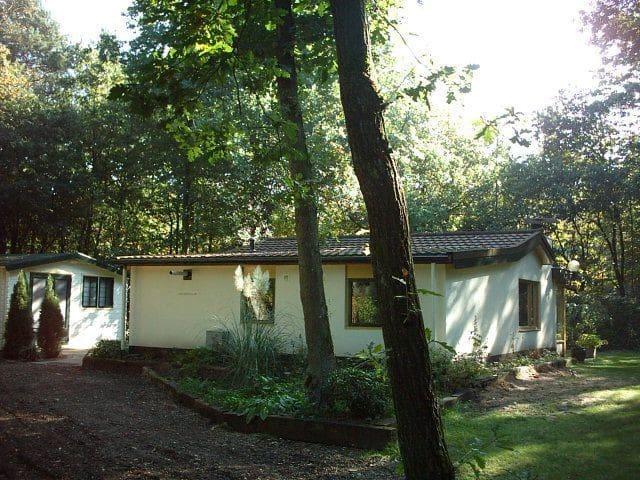 Rust en ruimte met omheinde tuin - Nunspeet - Bungalov