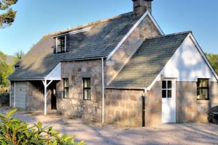 Faunoran Cottage, Crathie, near Ballater & Braemar - Crathie