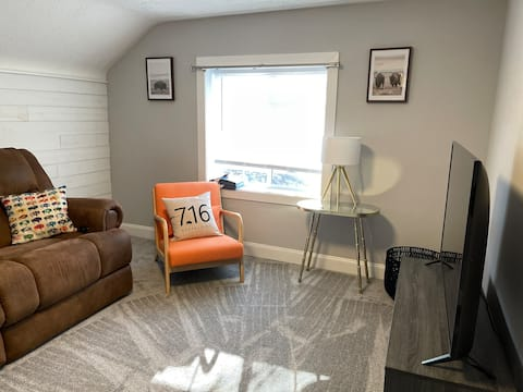 Clean Modern Cozy close to everything East Amherst