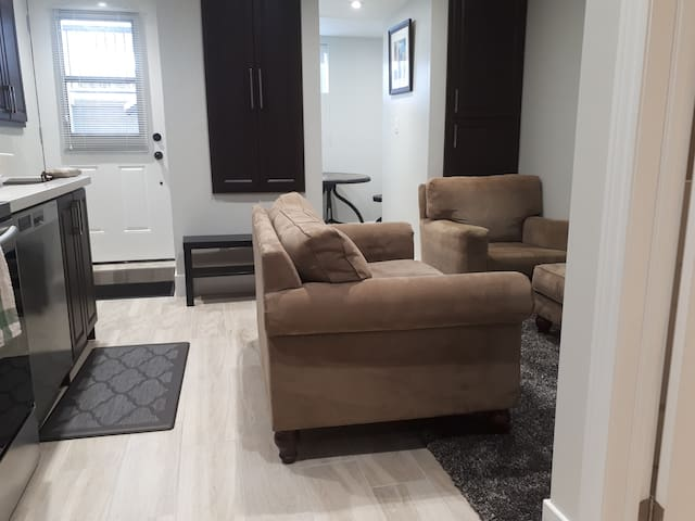 Bright Cozy OneBedroom Basement, Junction Triangle