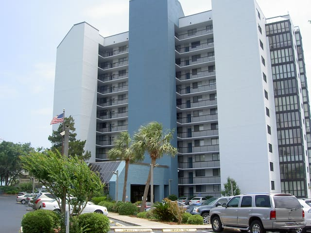 3 BR Condo   1 block to beach