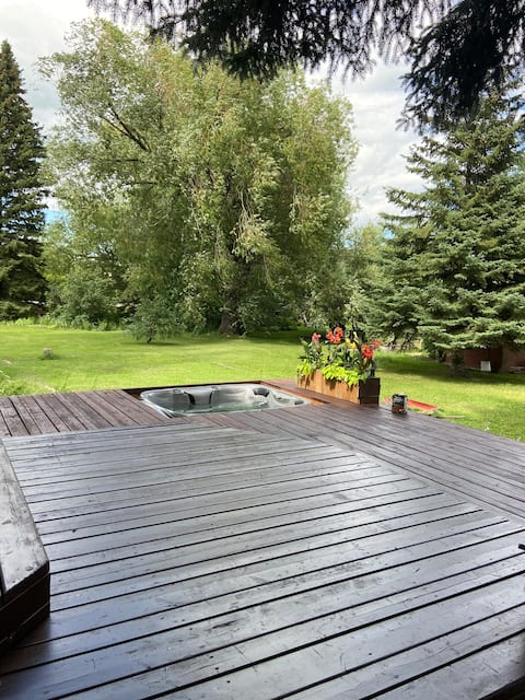Bike and Hike in Dauphin! Private Suite w/ Hot Tub