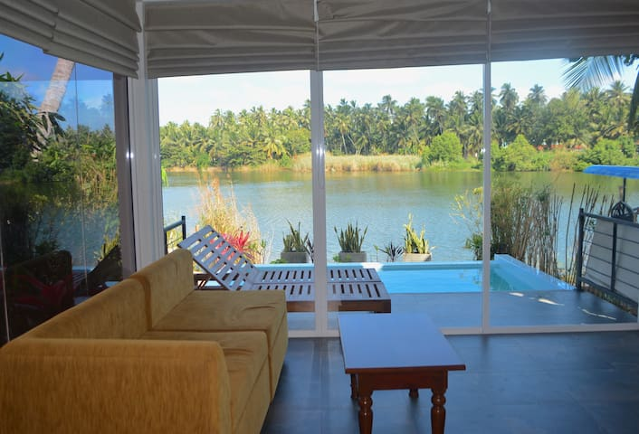 Studio Villa with Infinity-Edge Plunge Pool - Negombo