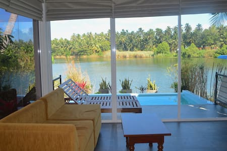 Studio Villa with Infinity-Edge Plunge Pool - Negombo - Villa