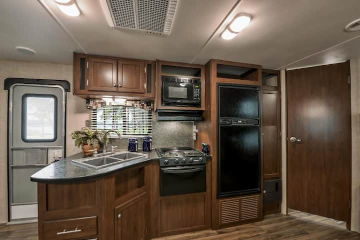 Affordable Pioneer Camper near Grand Canyon