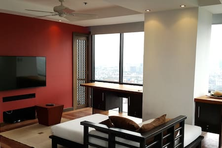 Beautiful 2-bed Serviced Apartment! NEW BATHROOMS! - Pasig City - Huoneisto
