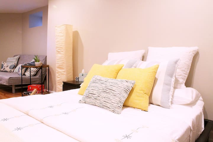 ★ Modern Studio with Private Entrance ★