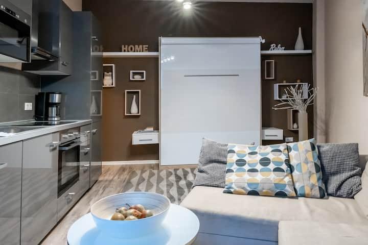 Upmarket Studio with Balcony and WiFi