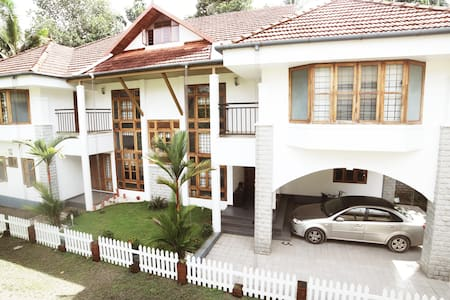 Luxury Serviced Villa in Kochi B&B with 4 rooms - Kochi - Bed & Breakfast