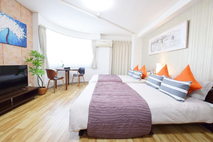 6min to station, located in downtown!Free WIFI!602