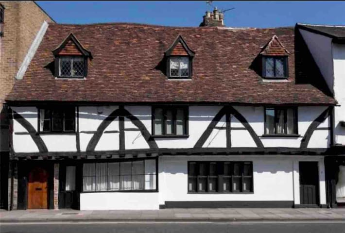 Medieval townhouse central Salisbury