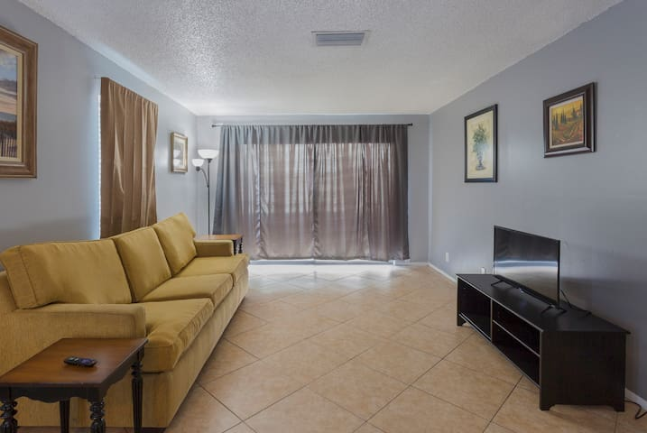 Close to everything 2 beds , 1 bath apt
